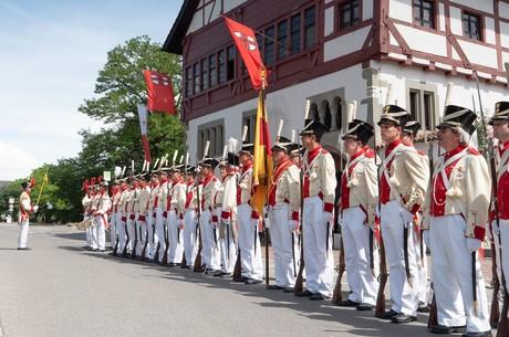 Inselfeiertag_Bürgerwehr vor Museum