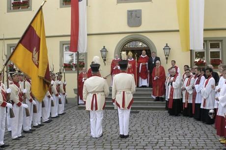 Hl.-Blut-Fest_Parade mit Notker Wolff