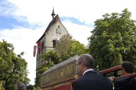 Markusfest Schrein mit Münster im Hintergrund